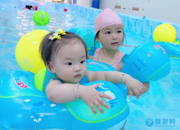这些婴幼儿游泳的好处不可否认,谁说都不行