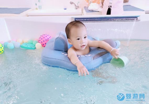 秋天带宝宝去游泳馆有哪些独特的好处,速来了解