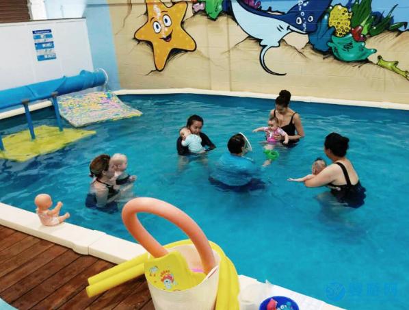 林医生讲述宝宝什么时候准备游泳最好
