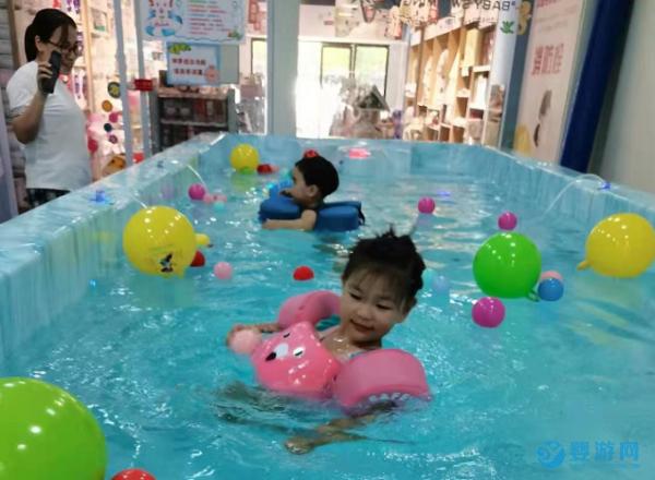为什么长期坚持游泳的孩子更快乐?有科学证明