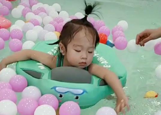 预防孩子感冒,请提前带宝宝去婴儿游泳馆