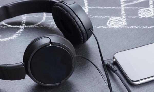腾讯音乐与华纳音乐续签长期战略协议,并将联合成立全新音乐厂牌