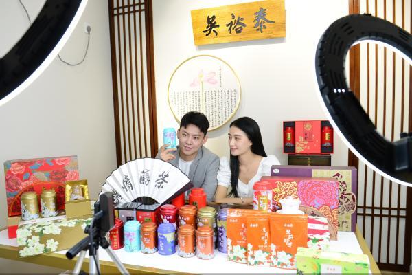 618 老字号新活法:吴裕泰签约中戏主持系高材生入驻直播间,天猫店日发货2万单