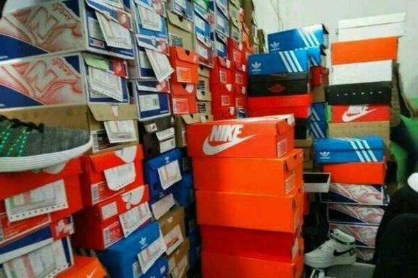 """""""莆田鞋""""已成产业链,当地政府下决心整治才可见效"""