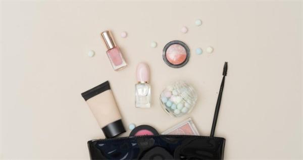 一键查询!官方化妆品监管APP上线 女性网友:这个真的太需要了