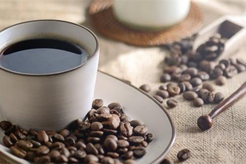 瑞幸咖啡上市首日一度大涨53% 巨亏38亿却成美股...