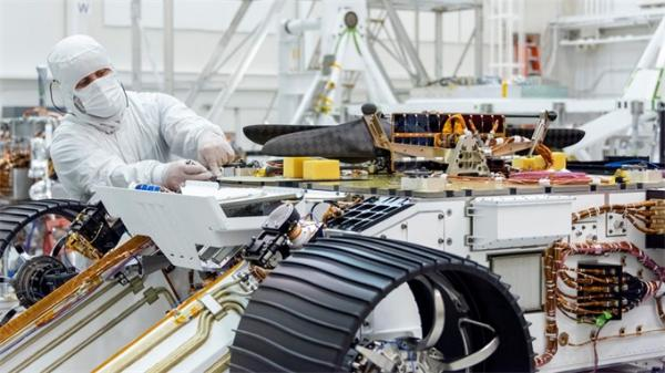 火星直升飞机正式组装进火星2020漫游车内!计划于2020年发射升空