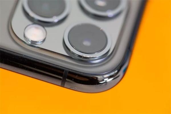 iPhone 11/11 Pro有多抗摔?3米高摔下依旧能用,但摄像头坏了
