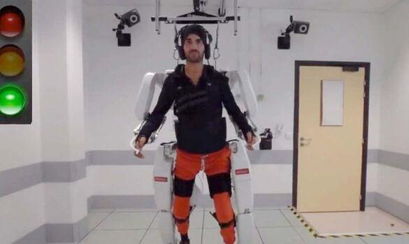 黑科技!大脑控制的外骨骼套装能让瘫痪之人重新行走