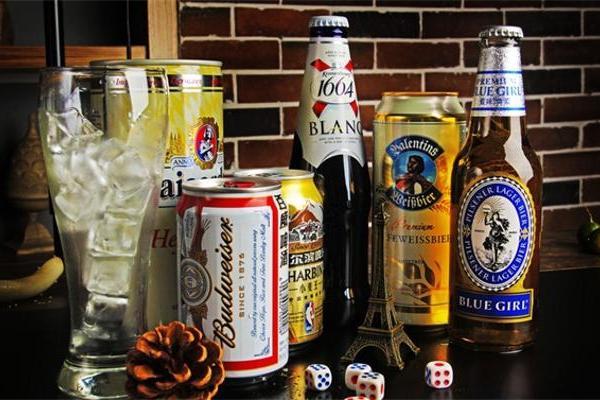 俄罗斯人正在从烈酒转向低度酒精饮料,但低度酒就更健...