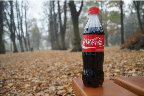 可口可乐成塑料污染最严重品牌 一年的塑料瓶连起来能往返月球37次