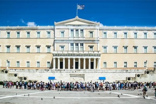创下得票纪录!希腊迎来首位女性总统 获议会9成支持