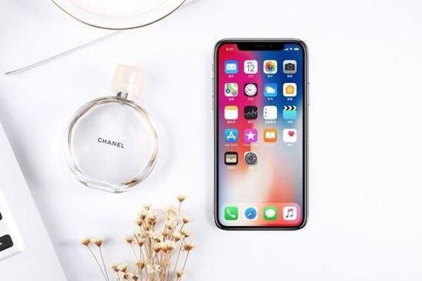 传iPhone 12看起来和iPhone 11一模...