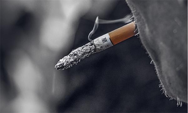 《自然》:吸烟不仅会导致肺癌 烟民的健康细胞也可能和常人不同了