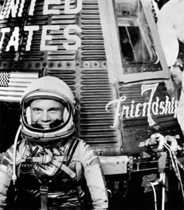 科技日历   第一个完成绕地球轨道飞行的美国人,时速超2.8万公里!