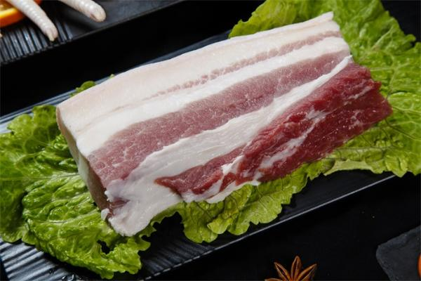 生猪长势喜人!我国猪肉批发价已连续10周下降,每公斤降6块钱左右