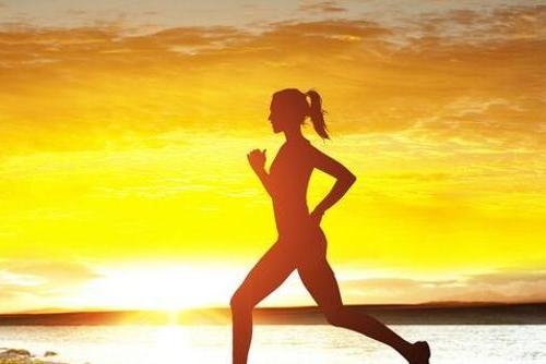 """英国科学家:新冠疫情封锁或带来""""副作用"""" 无法锻炼..."""