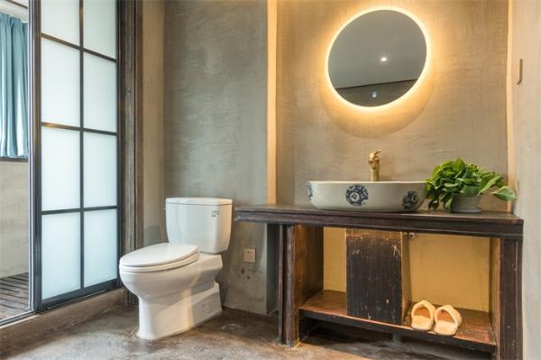 疫情期间,冲厕所究竟要不要盖上马桶盖?这项新研究给出了答案……