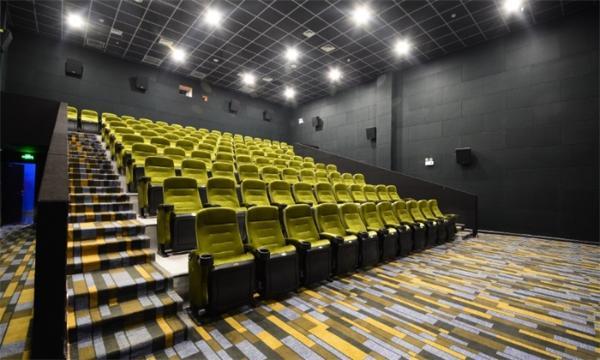 """""""春节档""""上映在即!国家电影局:全国影院开业时间须统一"""