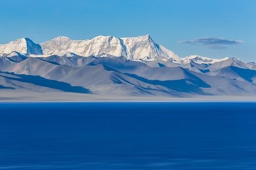 技术突破!我国首次在西藏高原成功钻取百米湖芯 可分析过去15万年气候变化
