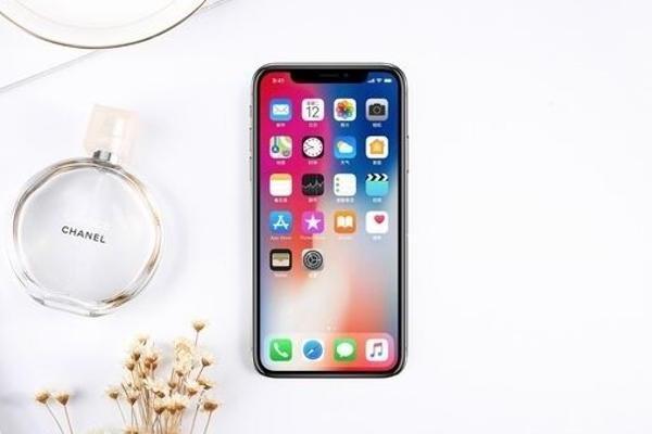 苹果将在iPhone 12全系列型号中采用OLED...