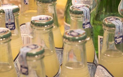 """经常喝""""肥宅快乐水""""会让青少年更具攻击性 好处是或减少抑郁症状"""