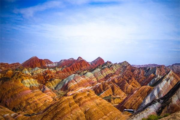 不可再生资源!陕西靖边龙洲丹霞地貌又被刻字,600年都难以恢复