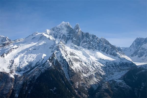 气候变化恶果!阿尔卑斯山冰川融化居民疏散,到2050年将只剩下一半