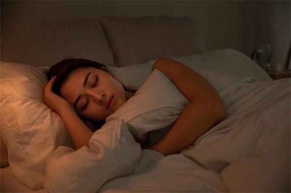 研究:童年或成年后受到心理创伤 会严重影响女性睡眠质量