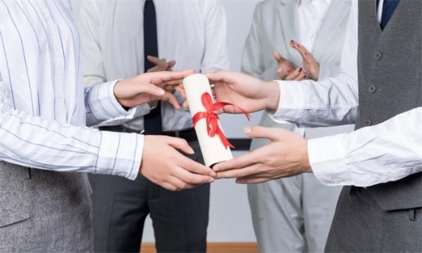 张文宏等10人获2020最美教师称号 凉山支教团队获最美团队表彰