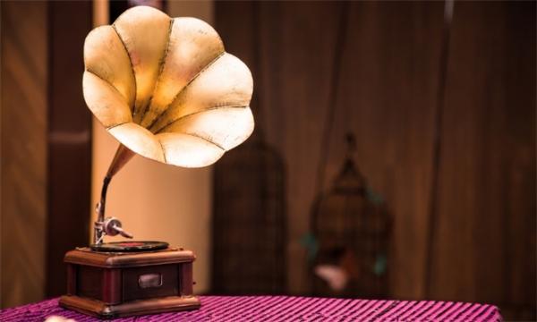 物理老师演示纸杯留声机走红 纸杯+钢针复刻爱迪生发明