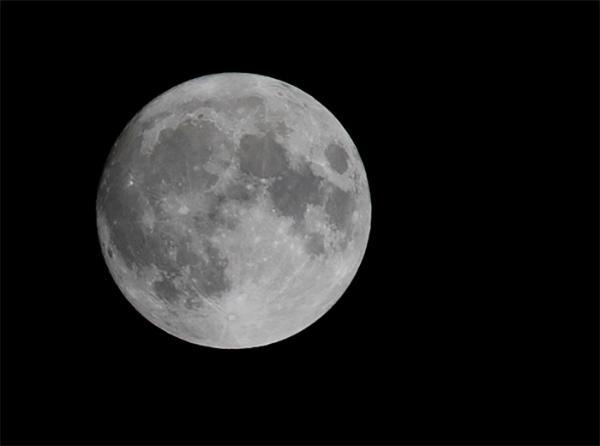 """神秘!NASA称周一将公开月球""""令人激动的新发现"""",由SOFIA天文台捕获"""
