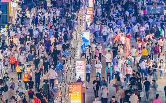 77.3岁!中国人均预期寿命增加近1岁 主要健康指标优于中高收入国家平均水平