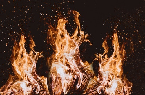别再用篝火、壁炉来亲近自然了!它比道路上的汽车尾气危害更大