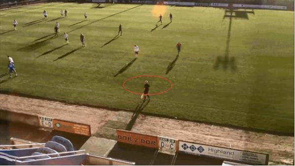 智能变智障?AI摄像误认裁判光头为足球 90分钟比赛全程跟拍还给特写