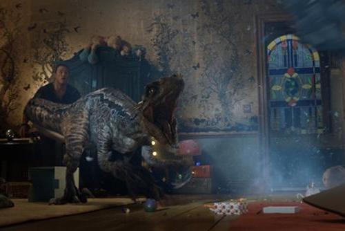 """《侏罗纪世界2》""""入侵版""""新预告 族群之战一触即发"""