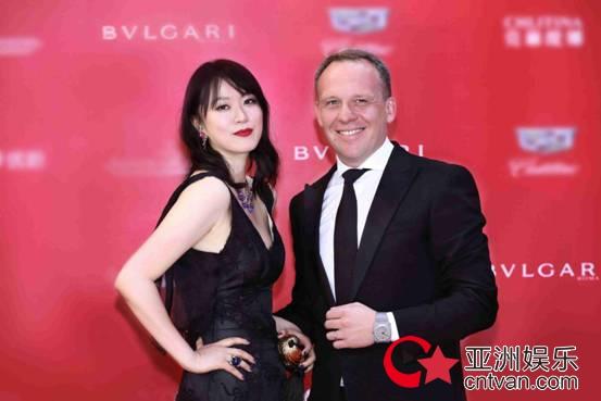 群星佩戴宝格丽珠宝 点亮第21届上海国际电影节开幕式红毯