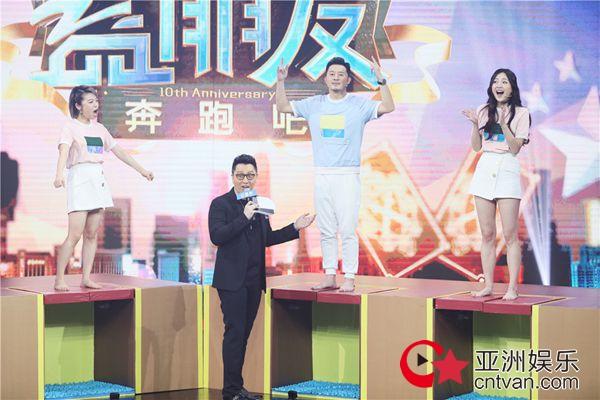 """朱丹华少再度同台为""""中国蓝""""庆生 """"记歌词""""家族重聚上演满满回忆杀"""