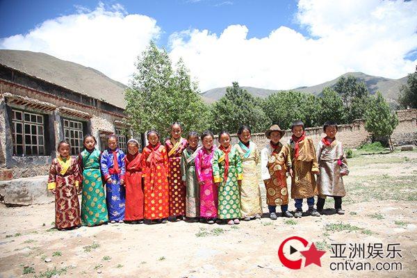 李昊千里西藏助学行 奉献爱心助力公益