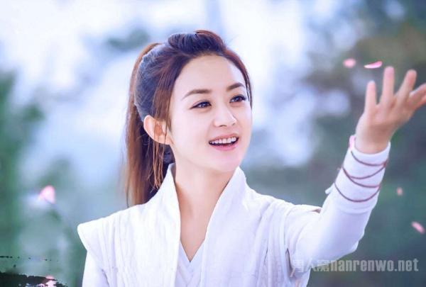 虽然说冯绍峰多金也很帅气,但是与赵丽颖这种在观众一直比较单纯而且