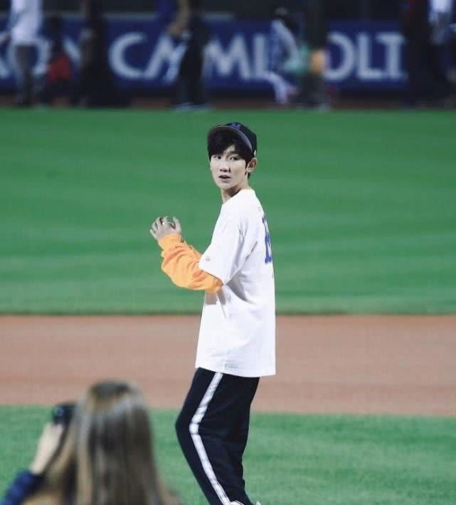 骄傲!王源美职棒开球,成为获此殊荣的首位中国内地艺人!