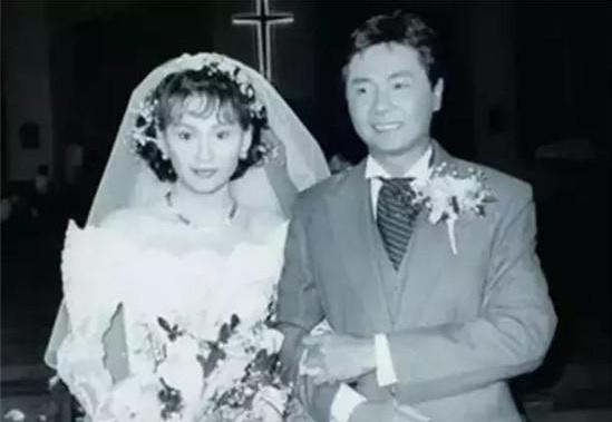 她是周润发的前妻 二婚为夫息影17年惨遭背叛 今再复出依旧夺目