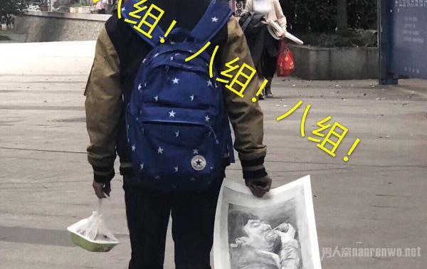 王思聪吃热狗被美术生盯上 网友制作王思聪吃热狗周边