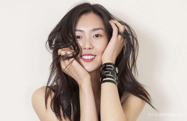 要说现在最火的模特,那无疑是大表姐刘雯了.