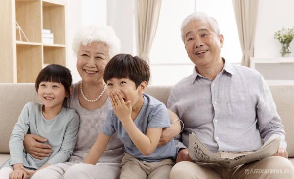 年轻人脱离家人自己住以后 现在的子女真的孝顺父母吗