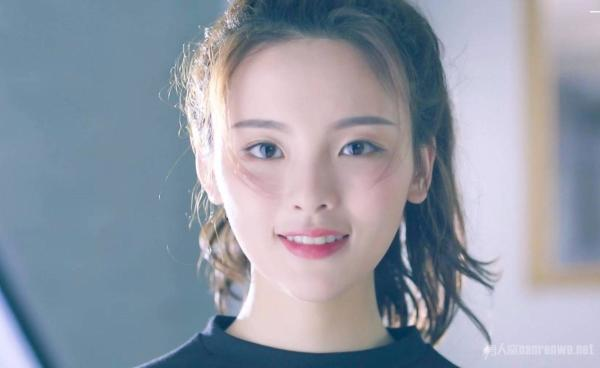 杨超越登封面,网友表示世界观被刷新