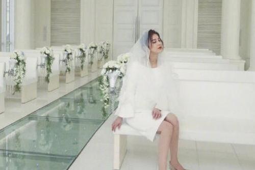 黄圣依罕见晒婚纱写真,网友:美成另外一个人