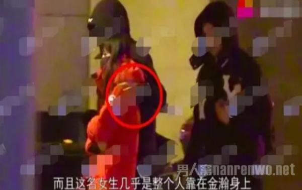 金瀚曹曦月被拍同回酒店 举止亲密 疑似恋情曝光?