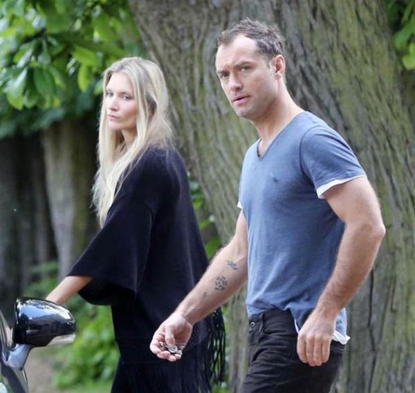 裘德·洛和Phillipa Coan疑订婚 女友戴钻戒出街