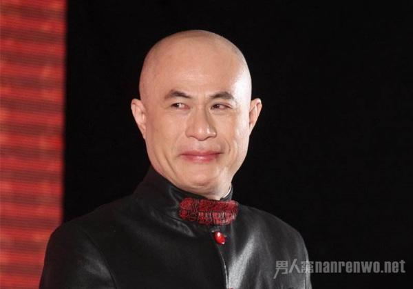 徐锦江演金毛狮王是人工翻白眼 翻拍作品再与经典比较